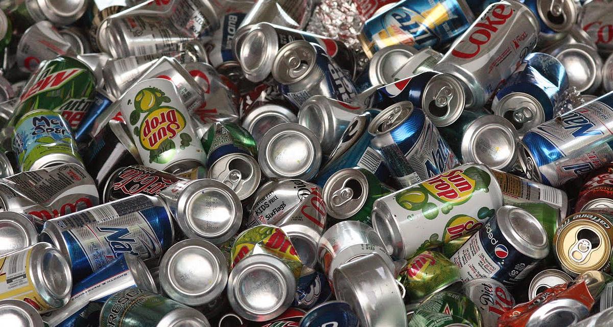 Fondo basura latas